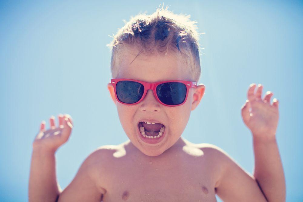 Niños y cuidado de los ojos en verano