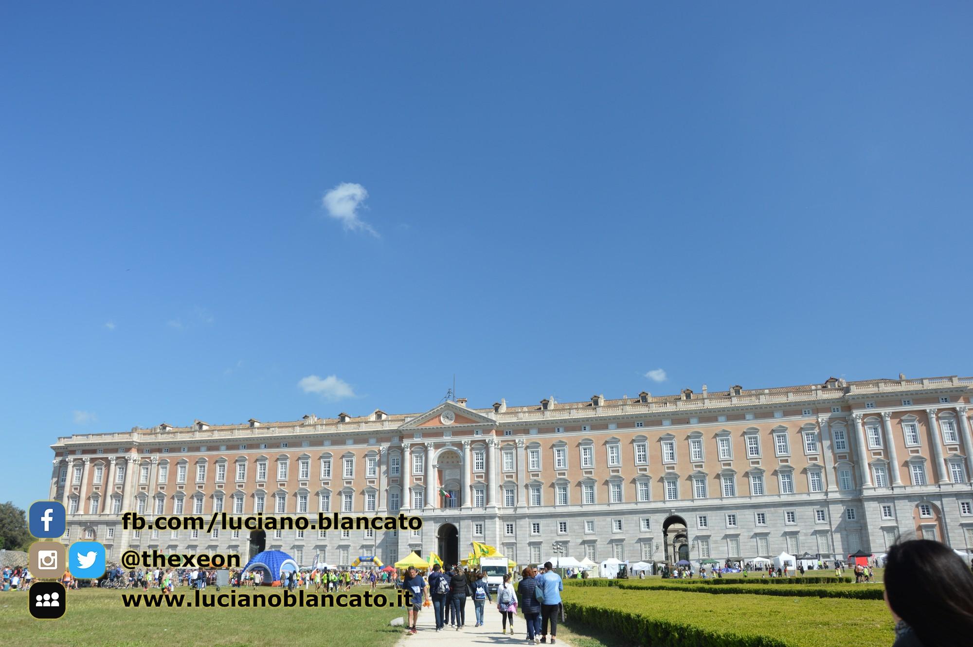copy_2_Reggia di Caserta - vista del palazzo da fuori