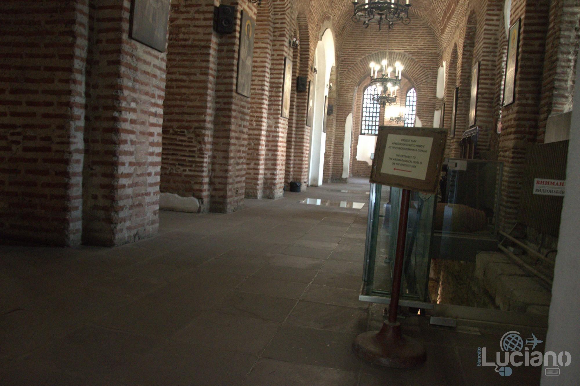 "Interno, navata laterale della Chiesa Sveta Sofia - Храм ""Света София"" - Sofia - Bulgaria"