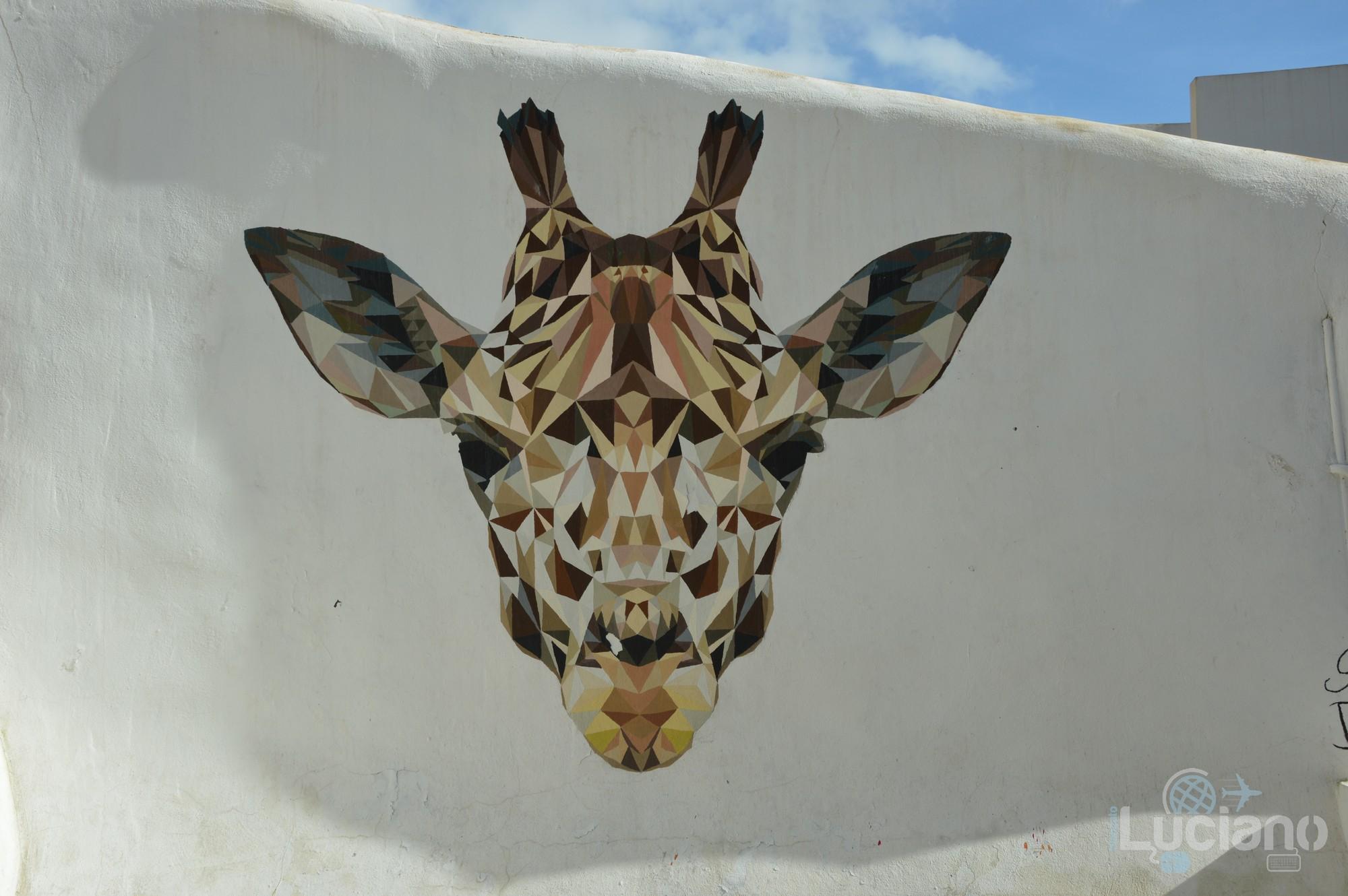Giraffa simbolo del Farm Cultural Park a Favara (AG)