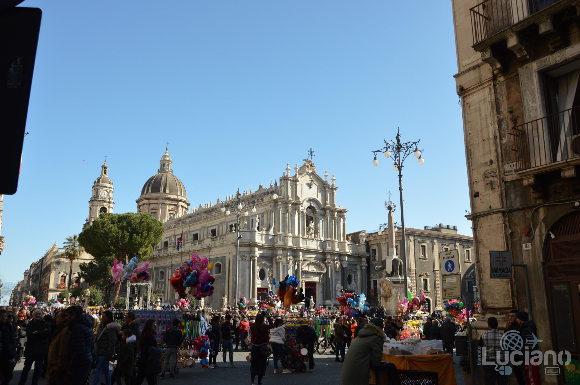 Vista della Cattedrale di Sant'Agata, delle Terme Achilliane e del Liotro (simbolo di Catania), durante i festeggiamenti per Sant'Agata 2019 - Catania (CT)