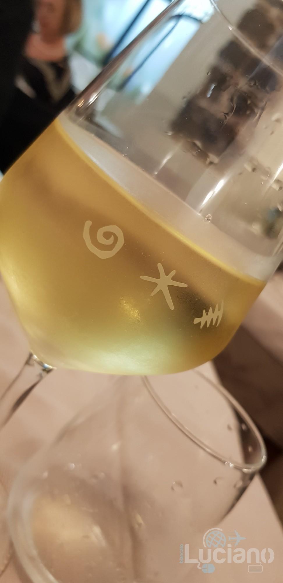 Trattoria Catania Ruffiana - Un buon calice di vino bianco