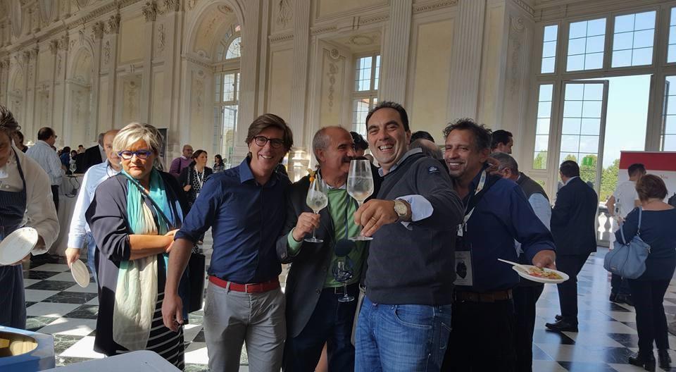 Osterie d'Italia Slow Food Antonio Terzano festeggia il riconoscimento tra le 269 Chiocciole 2017 ricevuto nel corso del Salone del Gusto di Torino lo scorso 26 settembre, qui insieme a Mimmo De Gregorio ed altri