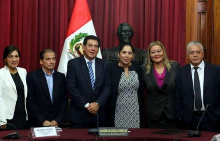 Congresista Yonhy Lescano renuncia a la Comisión de Ética