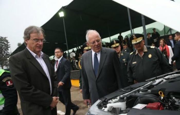 PPK reveló que Carlos Basombrío presentó su renuncia, pero no la aceptó