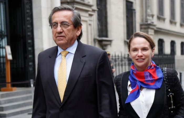Apra abre investigación preliminar a Jorge del Castillo y Luciana León