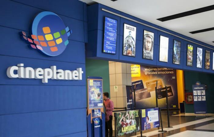 Cadena de cines genera polémica por condicionar ingreso de productos