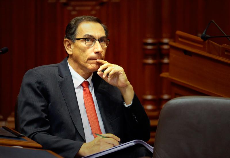 Vizcarra logró el aplauso unánime del Congreso al asumir la presidencia peruana