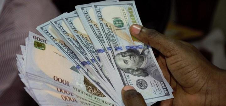 Nigerians react to Dollar Scarcity as Naira trades at N375 to a Dollar