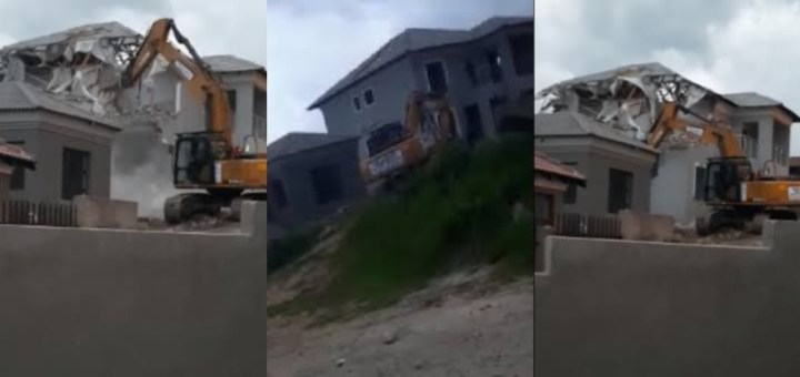 Man reportedly demolishes the house he built for his girlfriend after she broke up with him (Video)