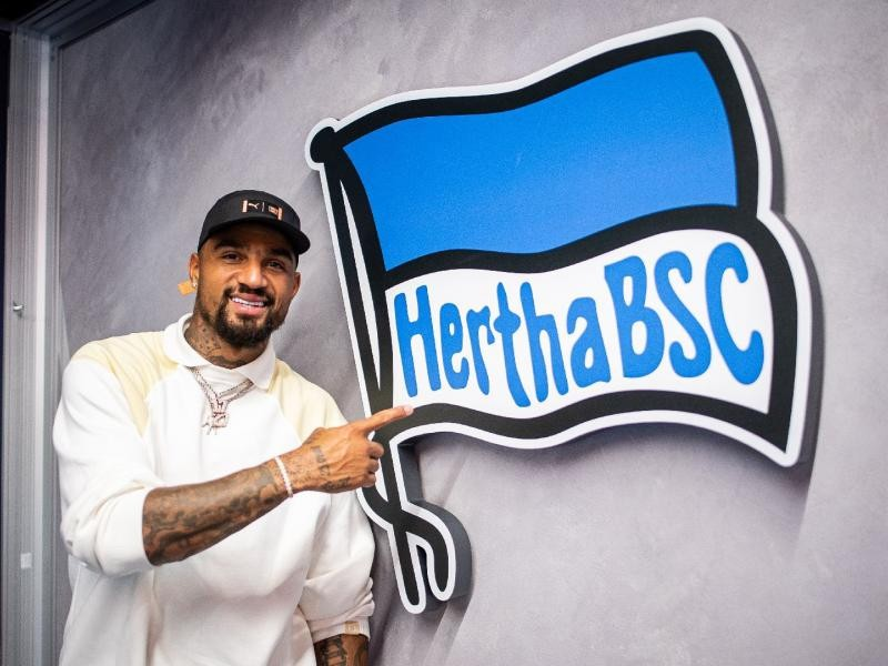 TRANSFER NEWS: Former Barcelona striker, Kevin Prince Boateng joins Hertha Berlin, the 16th transfer move of his Career