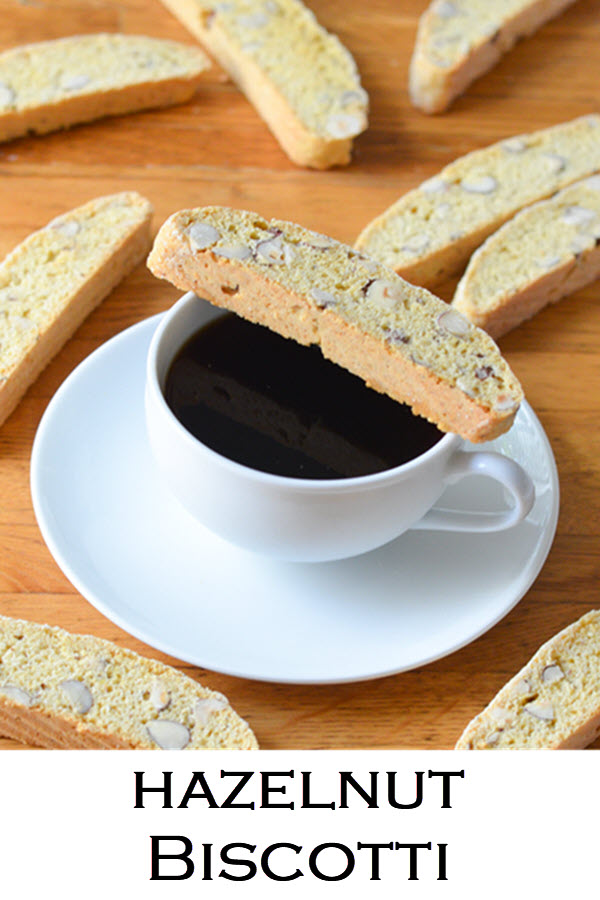 Delicious and Easy Recipe for Hazelnut Biscotti Cookies. This low fat biscotti recipe doesn't contain butter and give you a perfectly crumbly and crunchy cookie to enjoy with coffee or tea. #cookies #cookierecipe #dessert #cardamom #hazelnut #biscotti #coffeetime #LMrecipes #foodblog #foodblogger
