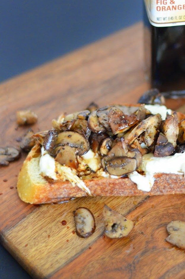 Roasted Mushroom Crostini w. Burrata