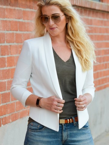 How to Wear Jeans with White Sneakers + Blazer Outfit