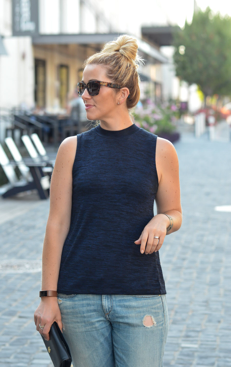 Boyfriend Jeans + Sleeveless Turtleneck Outfit Ideas for Summer