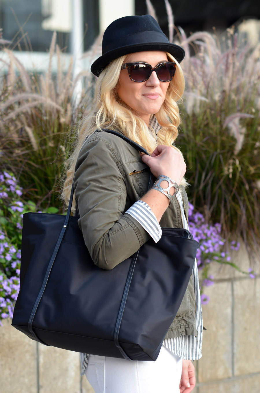 Best Travel Bags for Stylish Women. Chic Work Laptop Tote- Samsonite Lyssa Tote Review