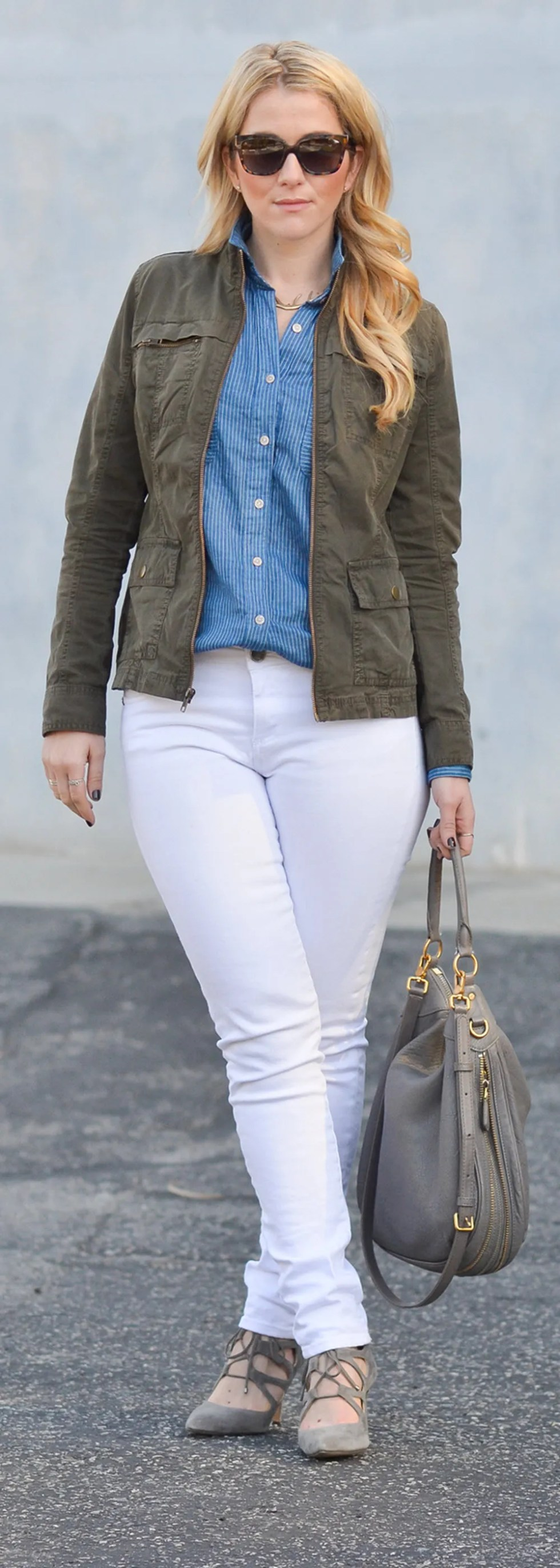Olive Green Military Jacket Outfit Ideas w. Dark + Light Jeans | Fall Fashion for Women over 30