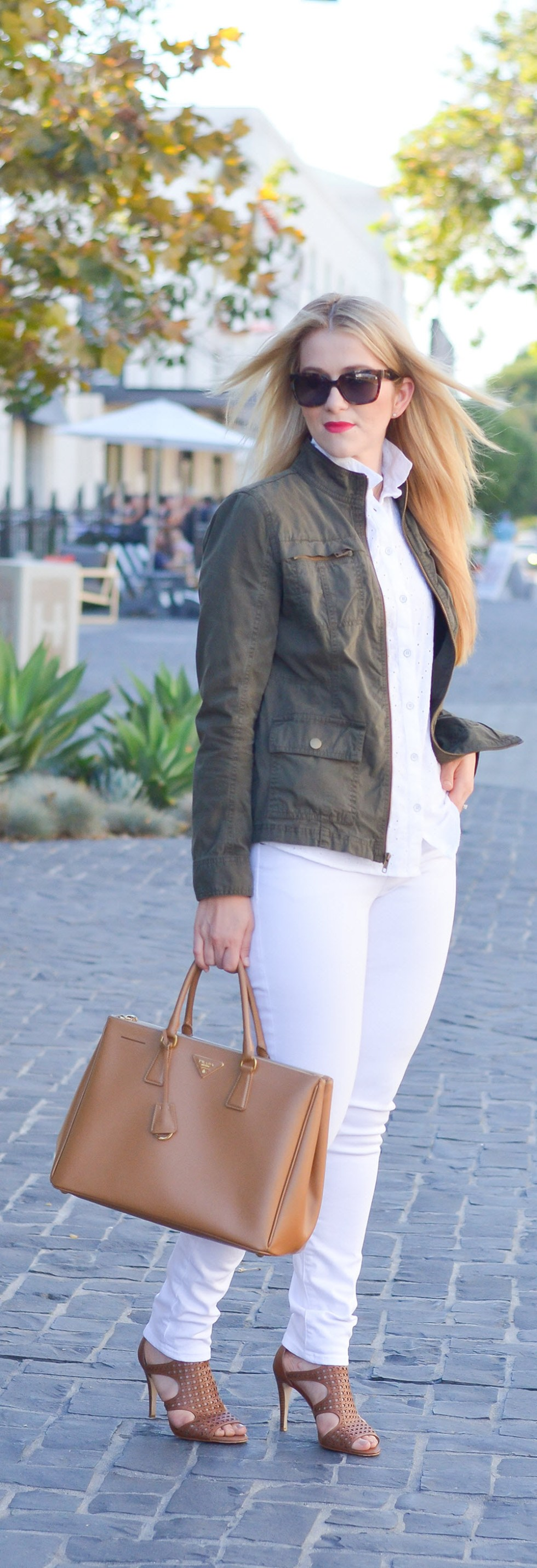 Olive Green Military Jacket Outfit Ideas w. Dark + Light Jeans