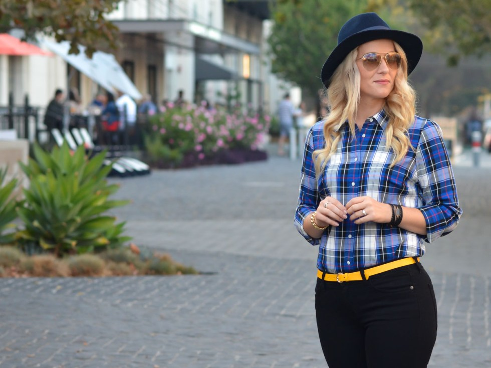 Chic Plaid Shirt Outfit with Black Jeans