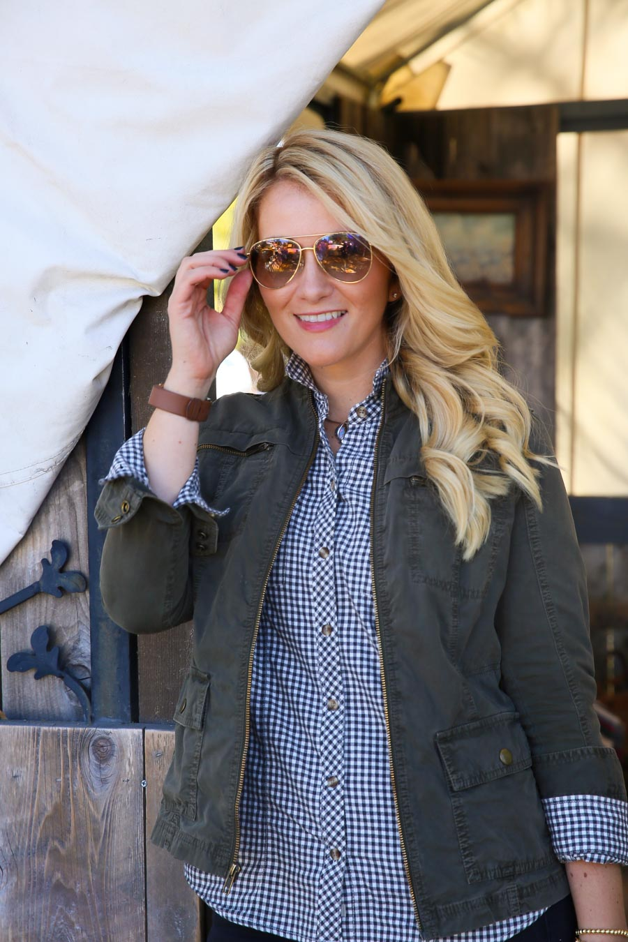 How to Dress Up Flannel Shirts with Jeans Outfit for Women