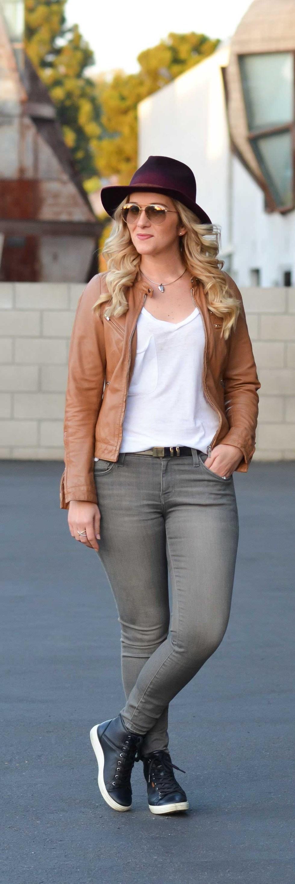 Grey Jeans Outfit for Women #jeans #denim #womensfashion #womensstyle #fashionblog #fashionblogger #currentelliott #leatherjacket #goorinbros