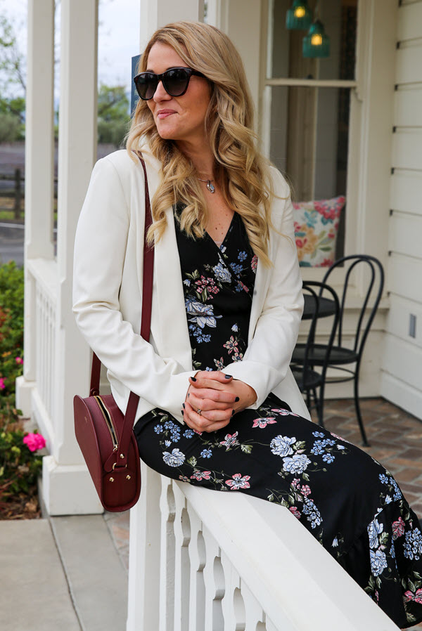 Wine Tasting Outfits - White Blazer and Dress Outfit. A perfect out for what to wear in Napa Valley in April/sprintime. This white blazer and maxi dress outfit is perfect for the changing weather throughout the day and is suitable for all wineries!