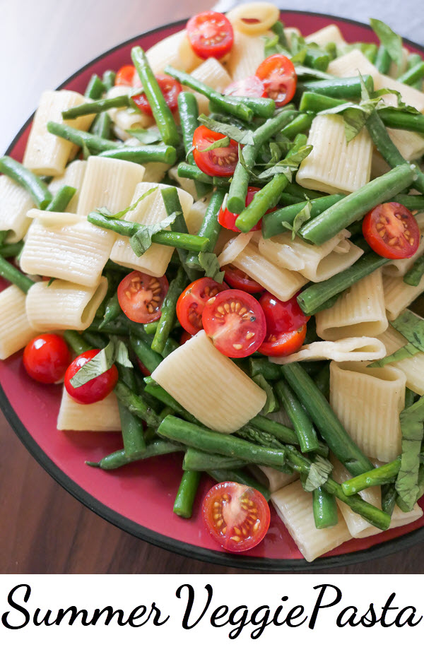 One Pot Summer Vegetable Pasta. This bright and delicious vegetarian dinner recipe combines the summer flavors of asparagus, green beans, and fresh tomatoes with a rigatoni recipe. #dinnerrecipes #vegetarian #plantbased #pasta #foodblog
