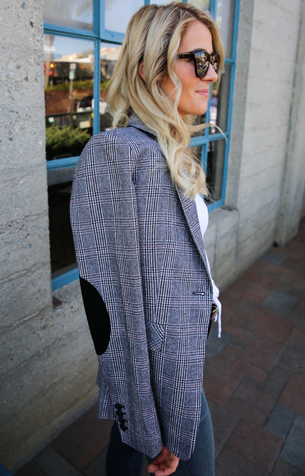 Casual Plaid Blazer Outfit with Jeans. This late summer and early fall outfit idea for women is universally flattering. Elbow patches on this plaid blazer give it edge and style while maintaining that classic style. #ootdshare #fallfashion #blazers #womensfashion #losangeles