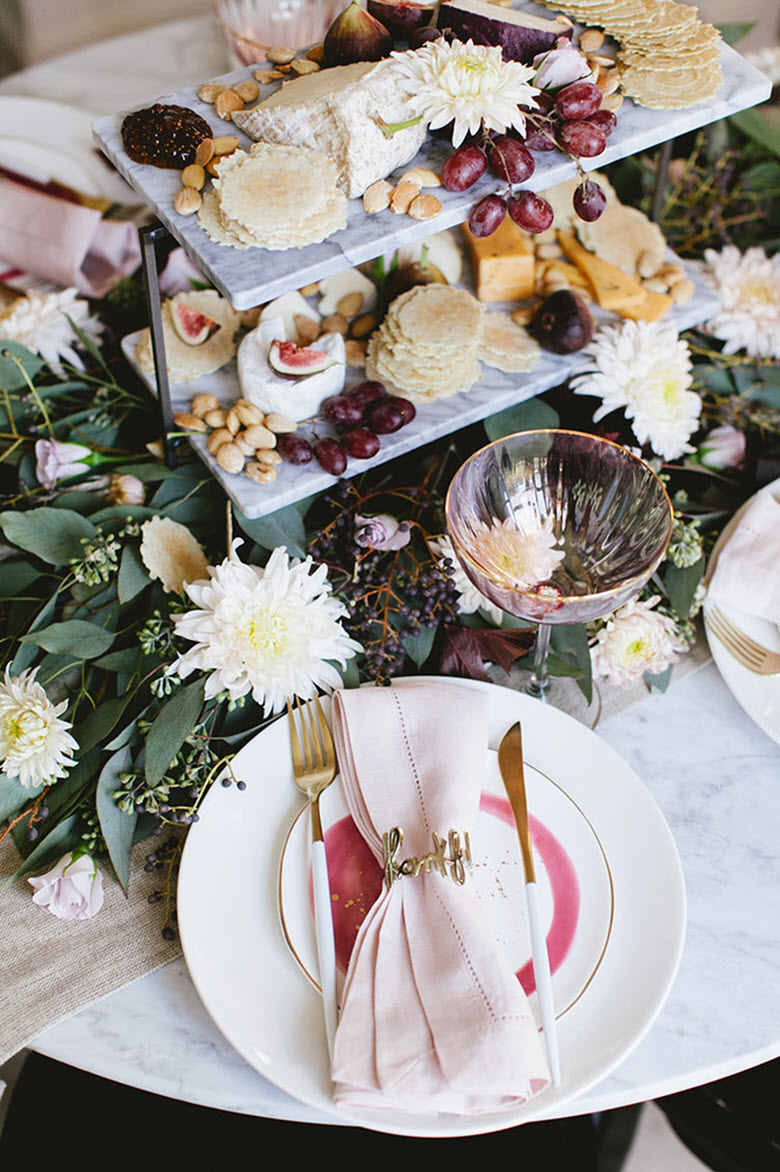 Simple + Elegant Thanksgiving Table Decor Ideas