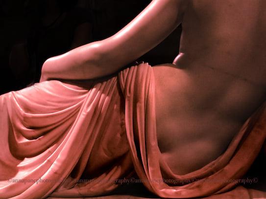 Anna Pane - Statues