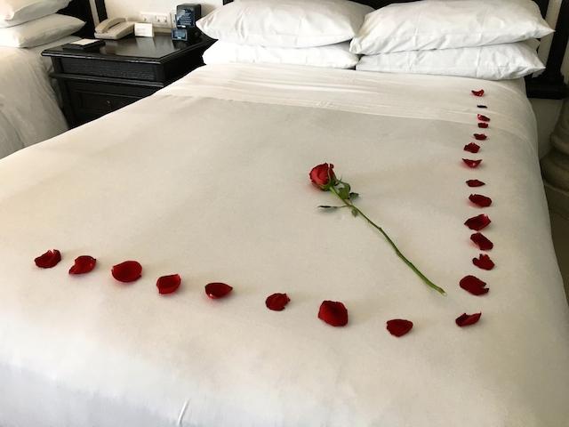 ベッドとバラ