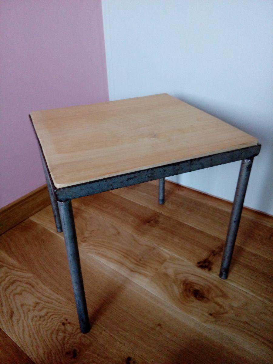 petite table basse carree ou bout de canape en metal et bois de style industriel