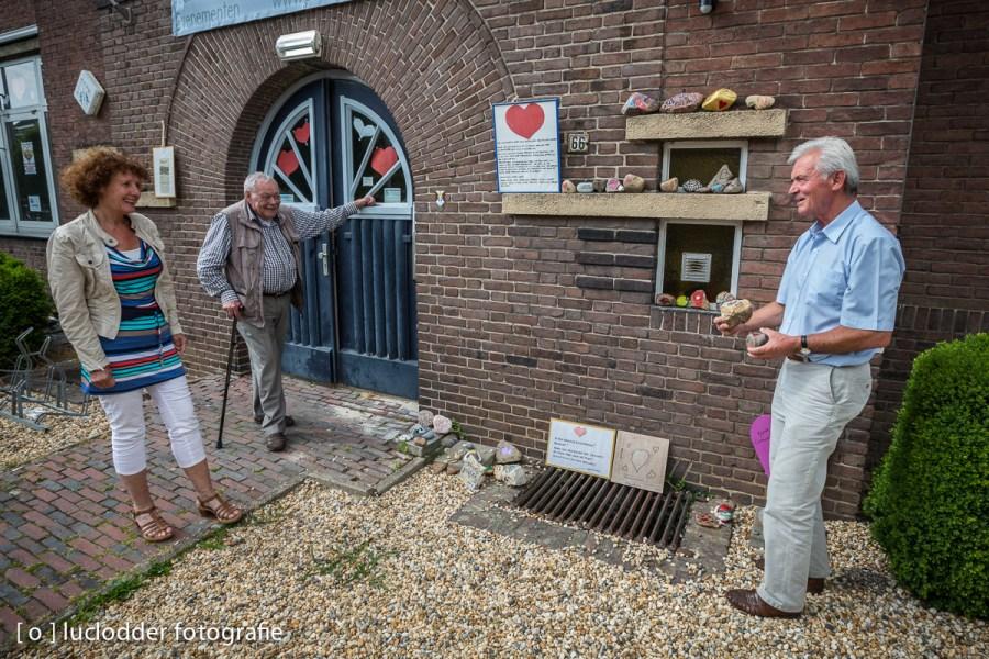 Kunstenaars droegen een steentje bij voor het behoud van de klimboom in Simpelveld (achteraf tevergeefs).