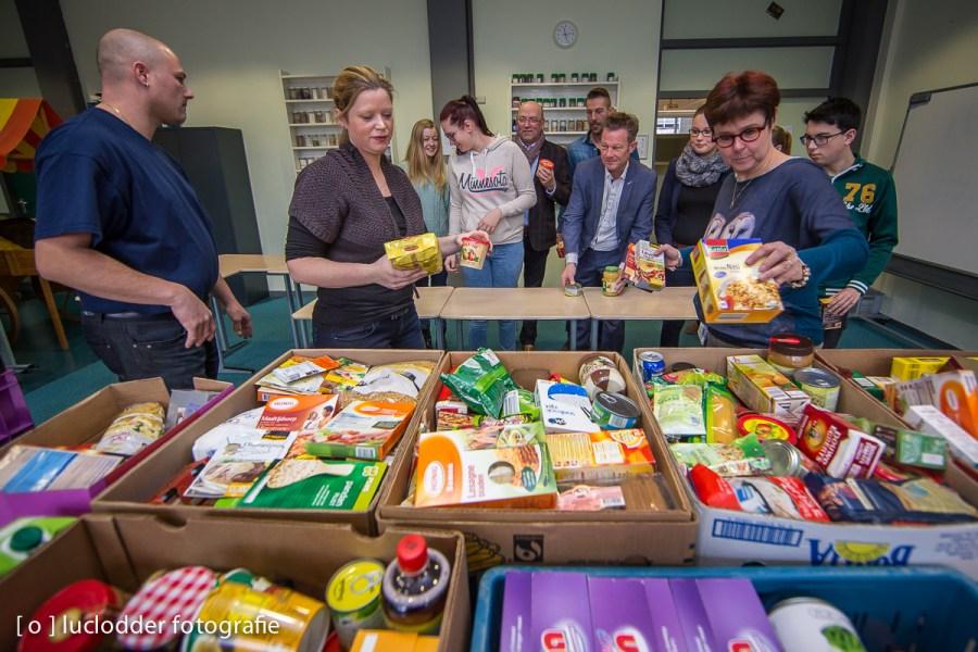 De Heerlense school Citaverde zamelt eten in voor voedselbank, leerlingen en docenten leveren allemaal één product.