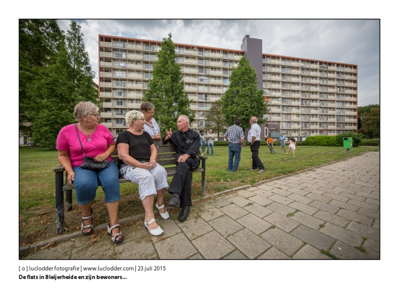 Vlnr op de bank: Ulla Arets, Anja Quadflieg, Ria Stavinga, Jo Vruels. Flats Bleijerheide