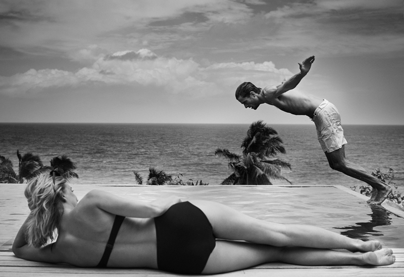 fregate-island-lifestyle-couple-diving-pool
