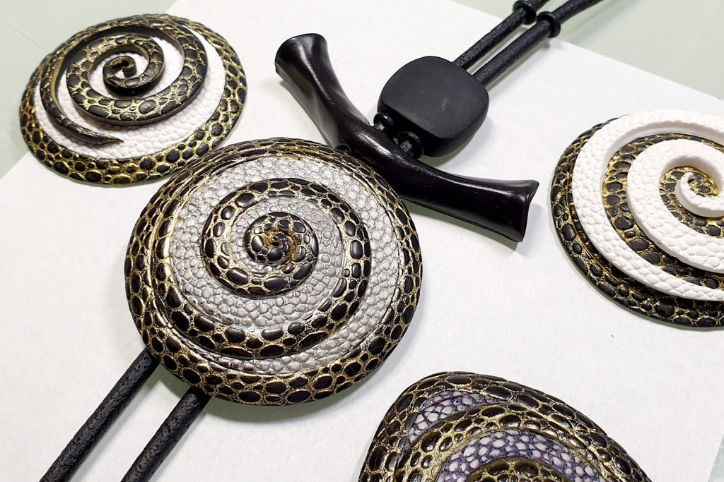 How to make: Focal Bead 4 styles - Textured Yin-Yang Swirl for Unusual Pendant 3