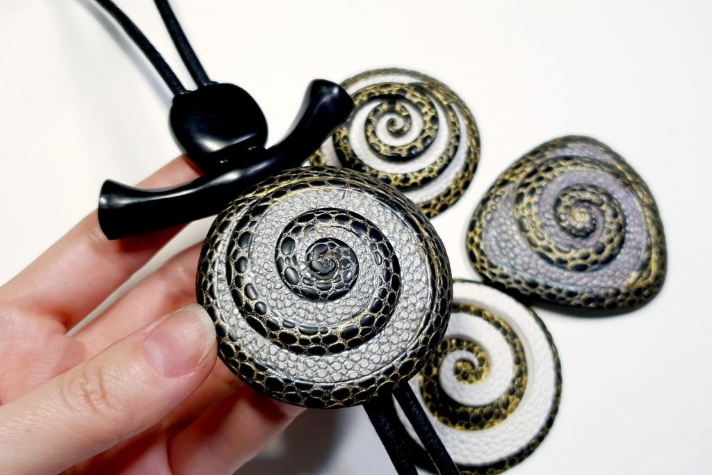How to make: Focal Bead 4 styles - Textured Yin-Yang Swirl for Unusual Pendant 9