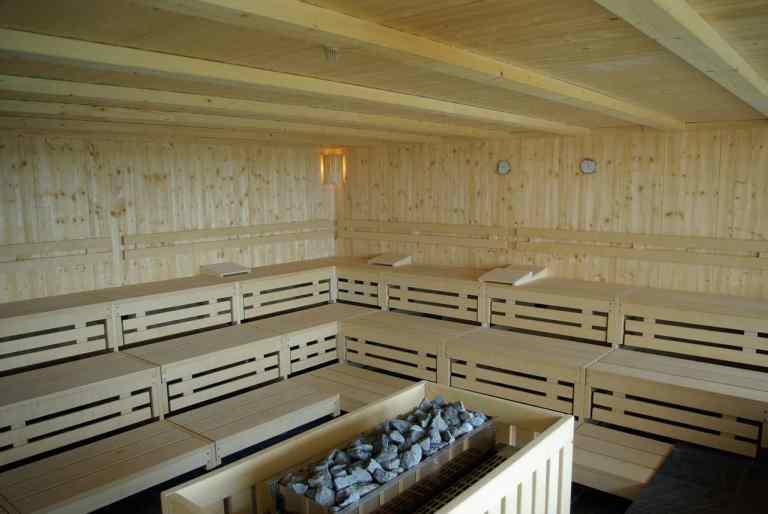 Große Sauna mit Ofen