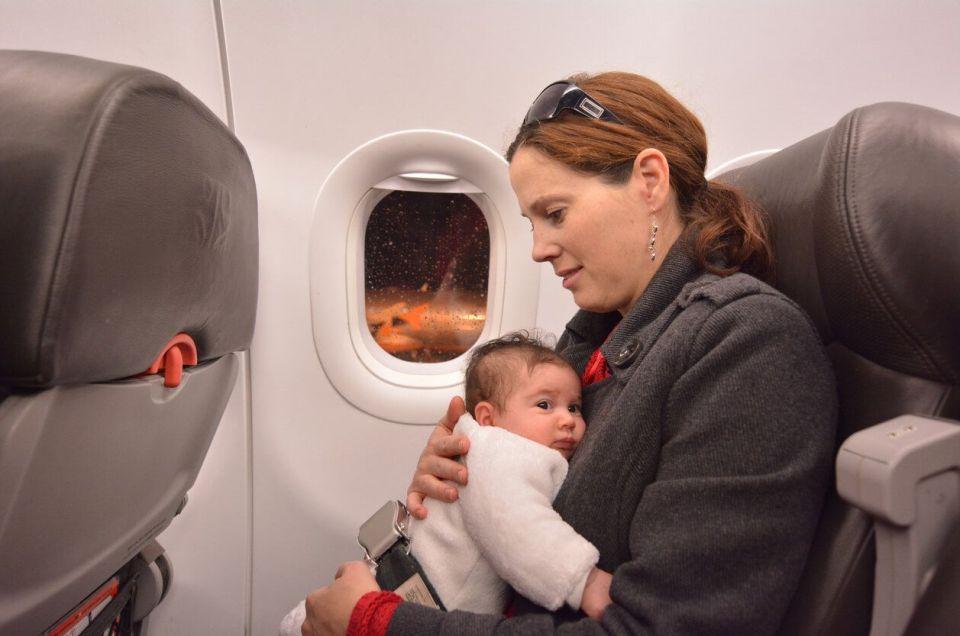 Viajando con bebé en avión