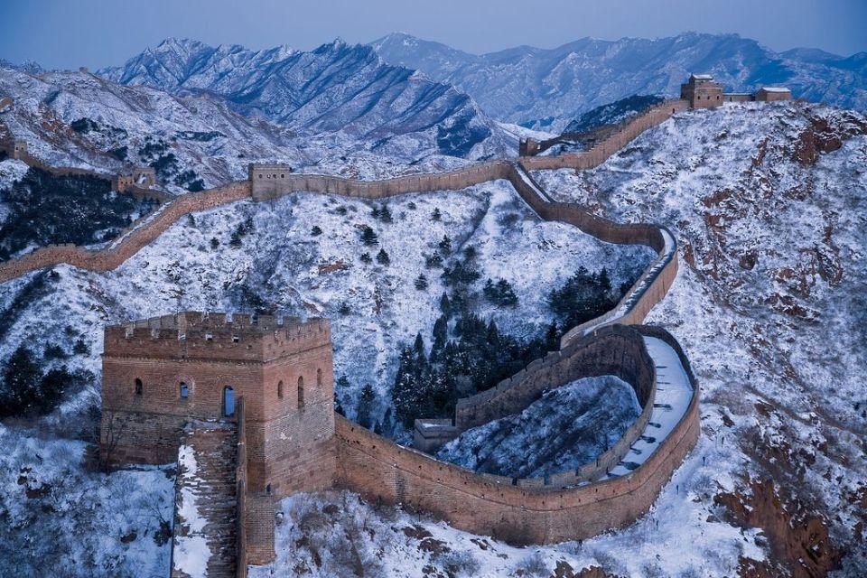 vistas de la muralla china con nieve