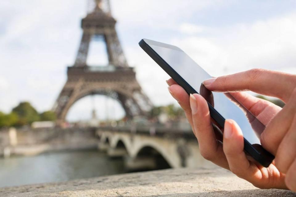 No pierdas tu teléfono durante tu viaje solo