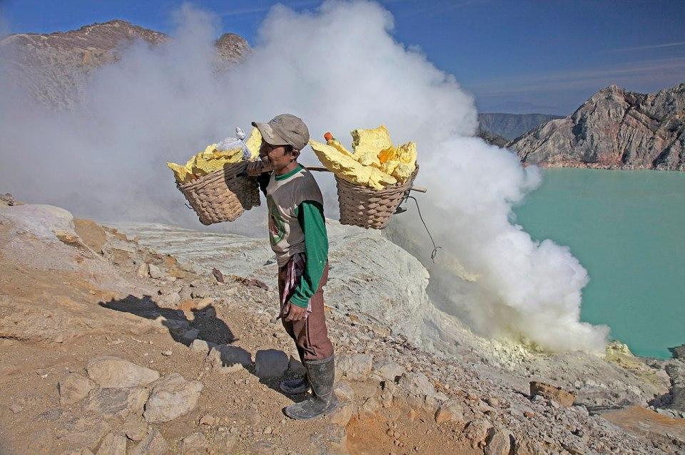 Minero en Kawah Ijen