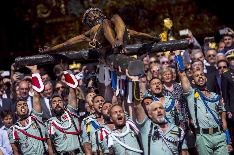 Cristo de la Buena Muerte portado por la Legión, típico de la Semana Santa de Málaga