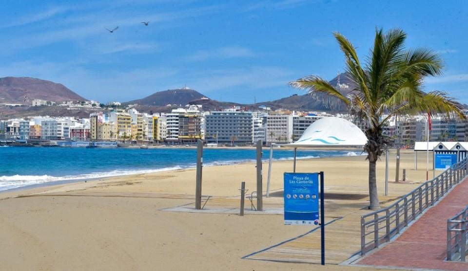 Islas Canarias sin turistas por el coronavirus y una de las principales ciudades de España en confinamiento