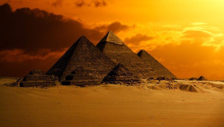 Las pirámides de Giza son indispensables en tu viaje a El Cairo