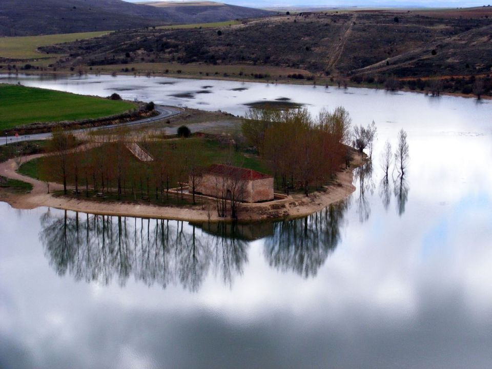 El embalse de Linares del Arroyo, Segovia, otro sitio donde bañarse en Castilla y León