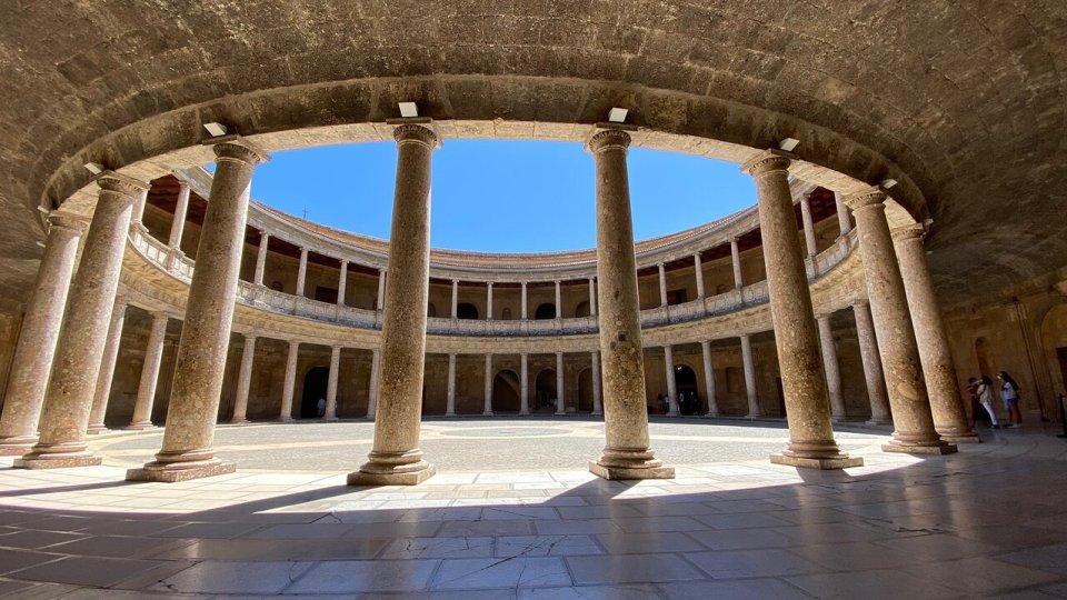 Guía de la Alhambra de Granada: palacio de Carlos V