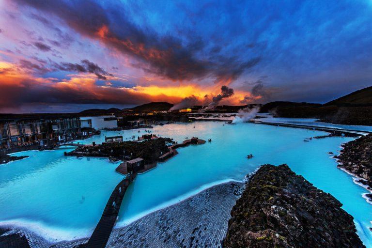 La Laguna Azul, en Islandia, es uno de los mejores baños termales de Europa