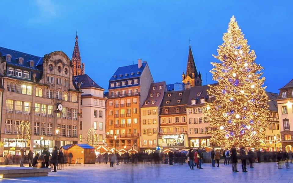 No dudes en acercarte a Estrasburgo, en Francia. Una ciudad típicamente navideña.